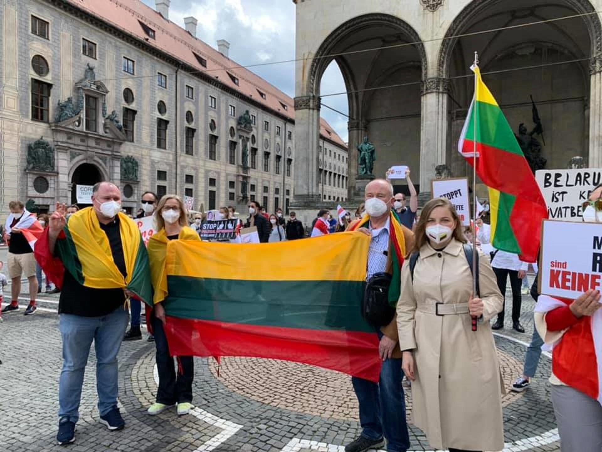 Pasaulinės solidarumo akcijos dalyviai – Miuncheno lietuviai (Vokietijos LB archyvo nuotr.)